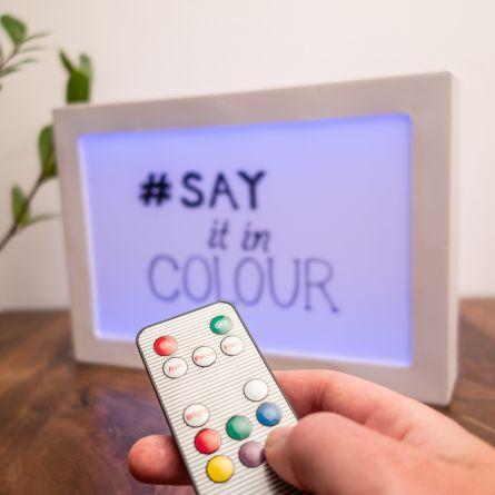 Beidseitig personalisierbare Leuchttafel mit Farbwechsel