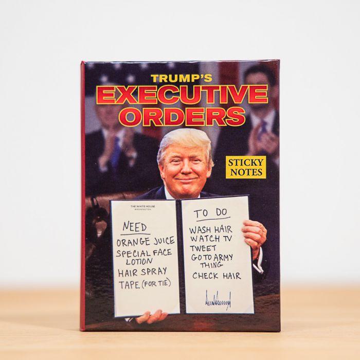 Notizzettel mit Verfügungen des Präsidenten