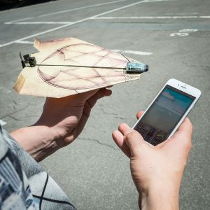 PowerUp 3.0 - Smartphone gesteuerter Antrieb für Papierflieger