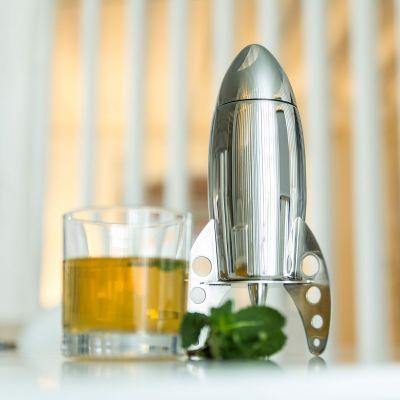 An der Bar - Cocktail Shaker Rakete