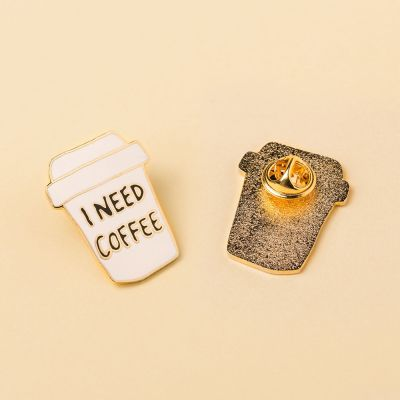 Kleidung & Accessoires - I Need Coffee Anstecknadel