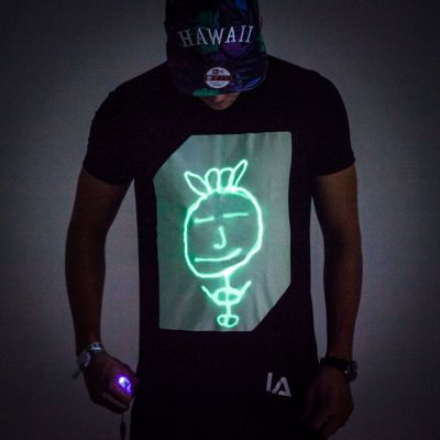 Geschenke für Bruder - Interaktives Glow T-Shirt