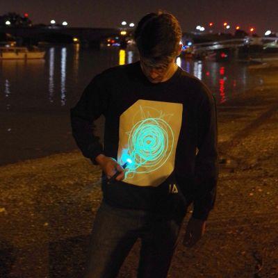 Fashion - Interaktives Glow Sweatshirt