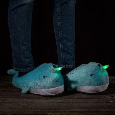 Fashion - Leuchtende Wal Hausschuhe