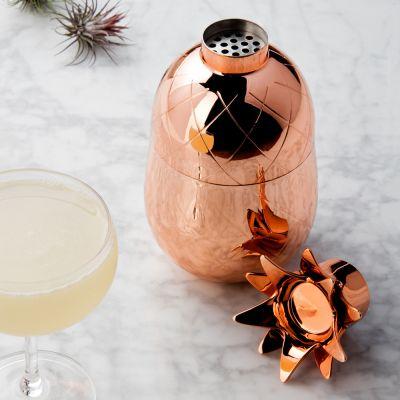 An der Bar - Ananas Cocktail Shaker