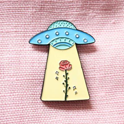 Kleidung & Accessoires - UFO mit Rose Anstecknadel
