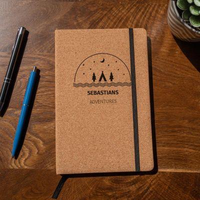 Geschenke mit Gravur - Personalisierbares Abenteuer Kork Notizbuch