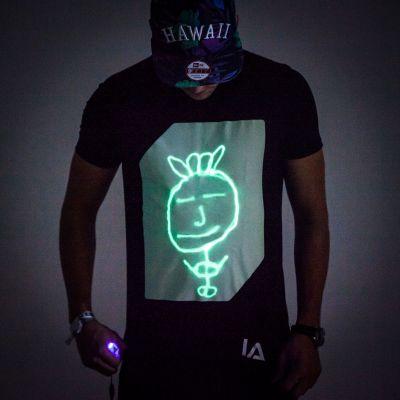Geschenk für Freund - Interaktives Glow T-Shirt
