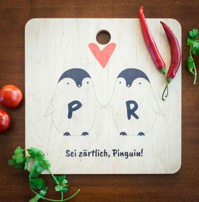 Exklusive Schneidebretter - Personalisierbares Pinguin Pärchen Schneidebrett