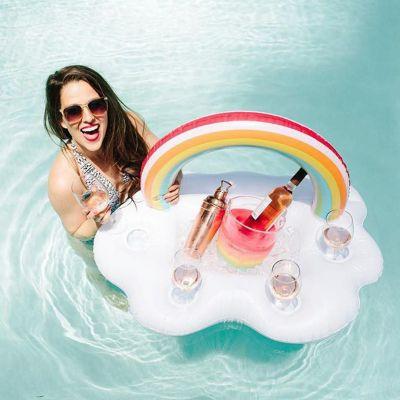 Draußen - Schwimmende Wolken-Bar mit Regenbogen